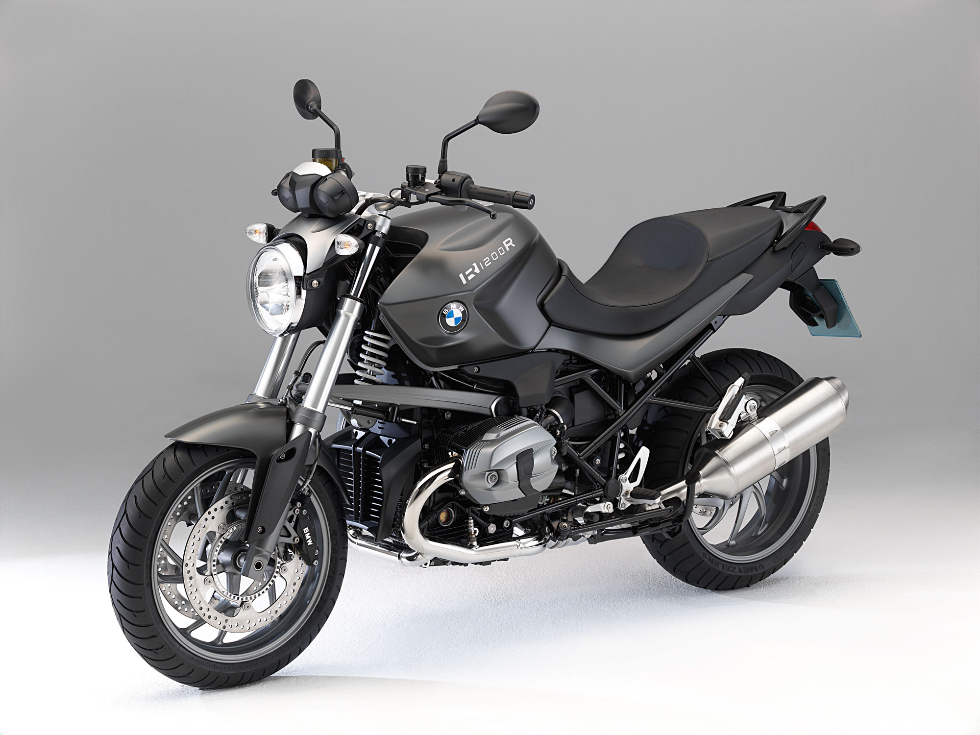 the new bmw r 1200 r the new bmw r 1200 r classic the new dynamic roadsters from bmw motorrad. Black Bedroom Furniture Sets. Home Design Ideas